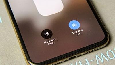 Не работает True Tone и автояркость iPhone XS / XS Max